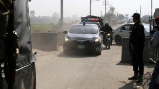 Τριπλή επίθεση βομβιστών-καμικάζι στο Πακιστάν – Τουλάχιστον έξι αστυνομικοί νεκροί