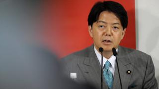 Mea culpa Ιάπωνα υπουργού: Το υπουργικό αυτοκίνητο και τα μαθήματα της... σέξι γιόγκα