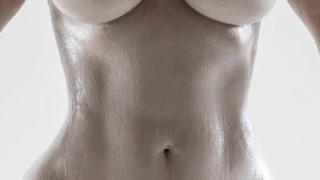 Kιμ Καρντάσιαν: με αυστηρά ακατάλληλες αναρτήσεις στο Instagram για το νέο άρωμα & κορμί της