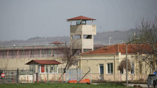 Στη δημοσιότητα βίντεο και φωτογραφίες της μεταγωγής των δύο Ελλήνων στρατιωτικών στο δικαστήριο