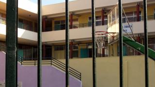 Κρήτη: Σοβαρός τραυματισμός μαθητή που «σφηνώθηκε» στα κάγκελα σχολείου