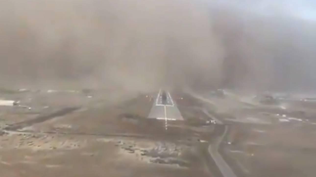 Σαουδική Αραβία: Πιλότος προσγειώνει αεροπλάνο εν μέσω σφοδρής αμμοθύελλας (vid)