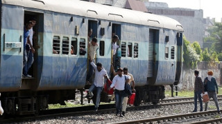 Ινδία: 13 παιδιά σκοτώθηκαν σε σύγκρουση τρένου με σχολικό