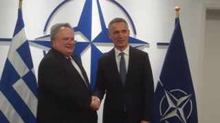 Ο Κοτζιάς ενημέρωσε τον Στόλτενμπεργκ για τις διαπραγματεύσεις με την πΓΔΜ