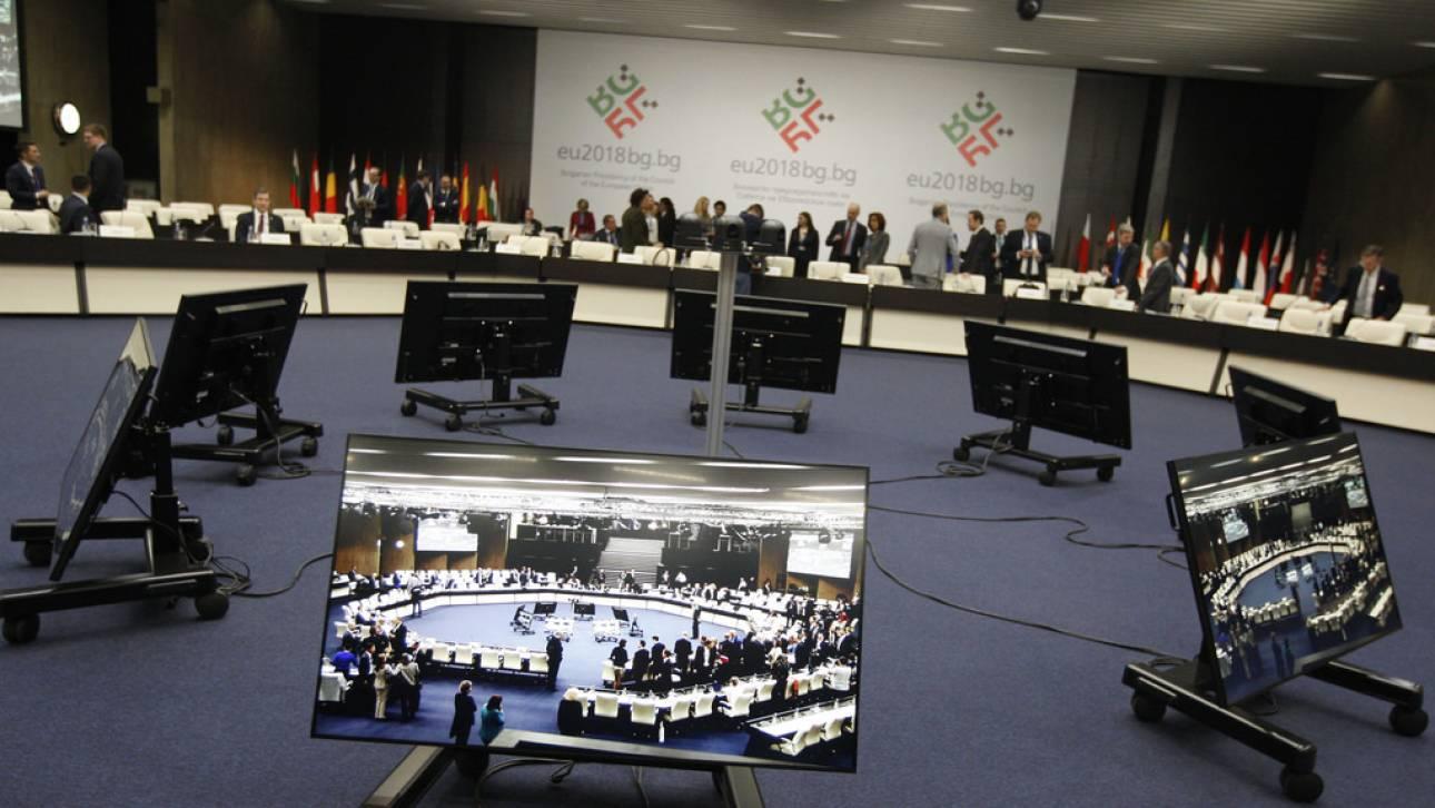 Στα δύο το Eurogroup για χρέος και μεταμνημονιακή επιτροπεία