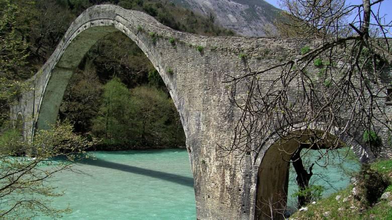 Στην τελική ευθεία η αναστήλωση του Γεφυριού της Πλάκας
