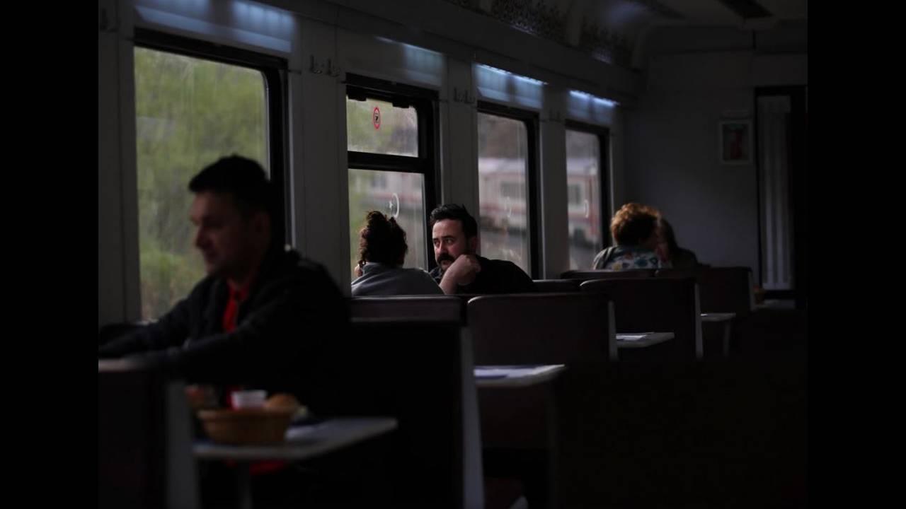 https://cdn.cnngreece.gr/media/news/2018/04/27/127635/photos/snapshot/train12.JPG