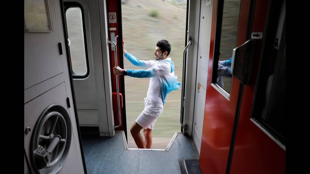 https://cdn.cnngreece.gr/media/news/2018/04/27/127635/photos/snapshot/train6.jpg