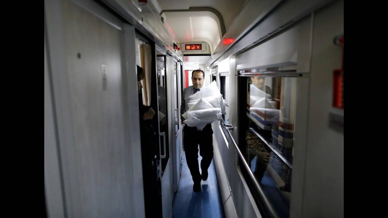 https://cdn.cnngreece.gr/media/news/2018/04/27/127635/photos/snapshot/train7.JPG