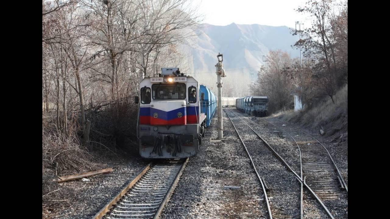 https://cdn.cnngreece.gr/media/news/2018/04/27/127635/photos/snapshot/train8.JPG