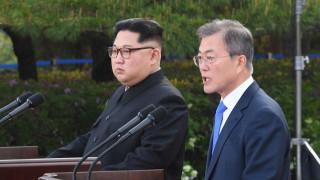 «Πλήρη αποπυρηνικοποίηση» της κορεατικής χερσονήσου υπόσχονται Κιμ - Μουν Τζε-ιν