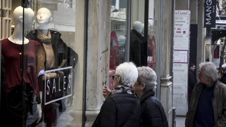 Ενδιάμεσες εκπτώσεις: Πότε ξεκινούν και ποια Κυριακή θα είναι ανοιχτά τα καταστήματα