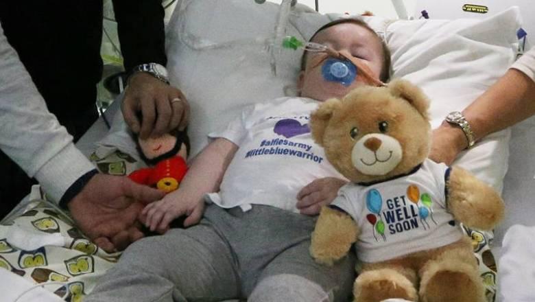 Έχασε τη μάχη για τη ζωή ο μικρός Άλφι Έβανς