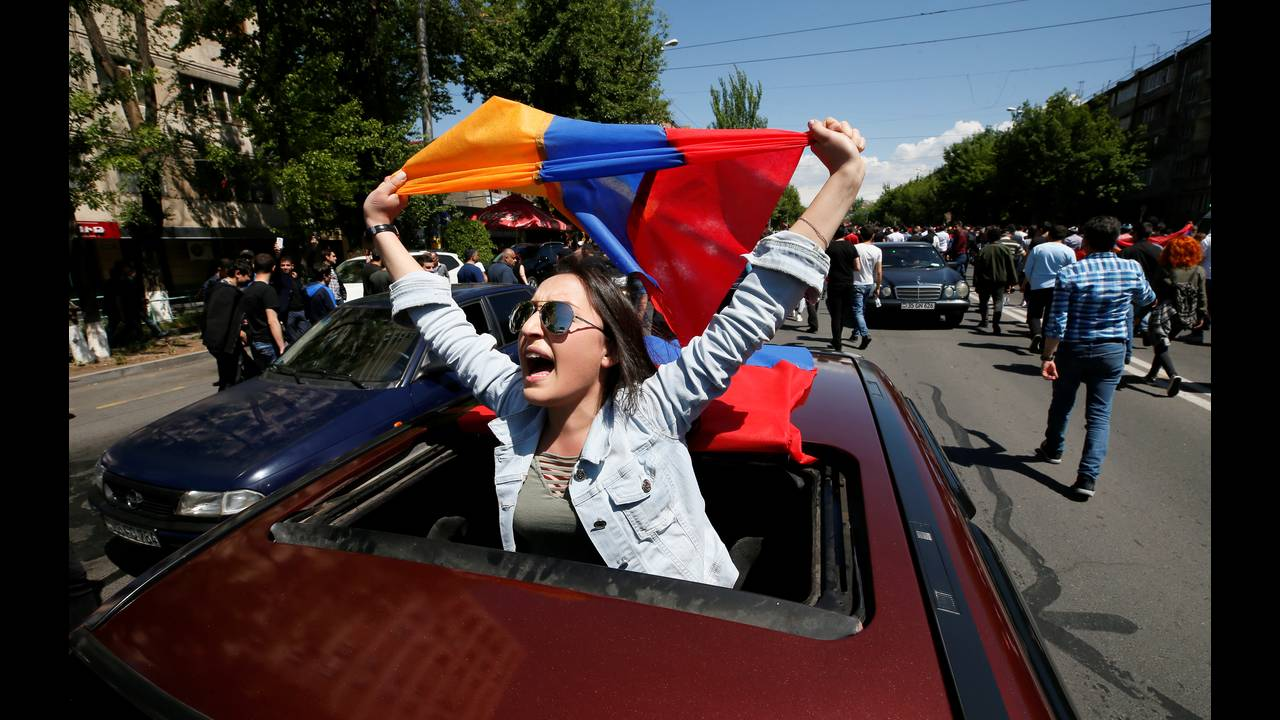 https://cdn.cnngreece.gr/media/news/2018/04/28/127826/photos/snapshot/2018-04-25T102251Z_539036543_RC16901161E0_RTRMADP_3_ARMENIA-POLITICS.JPG
