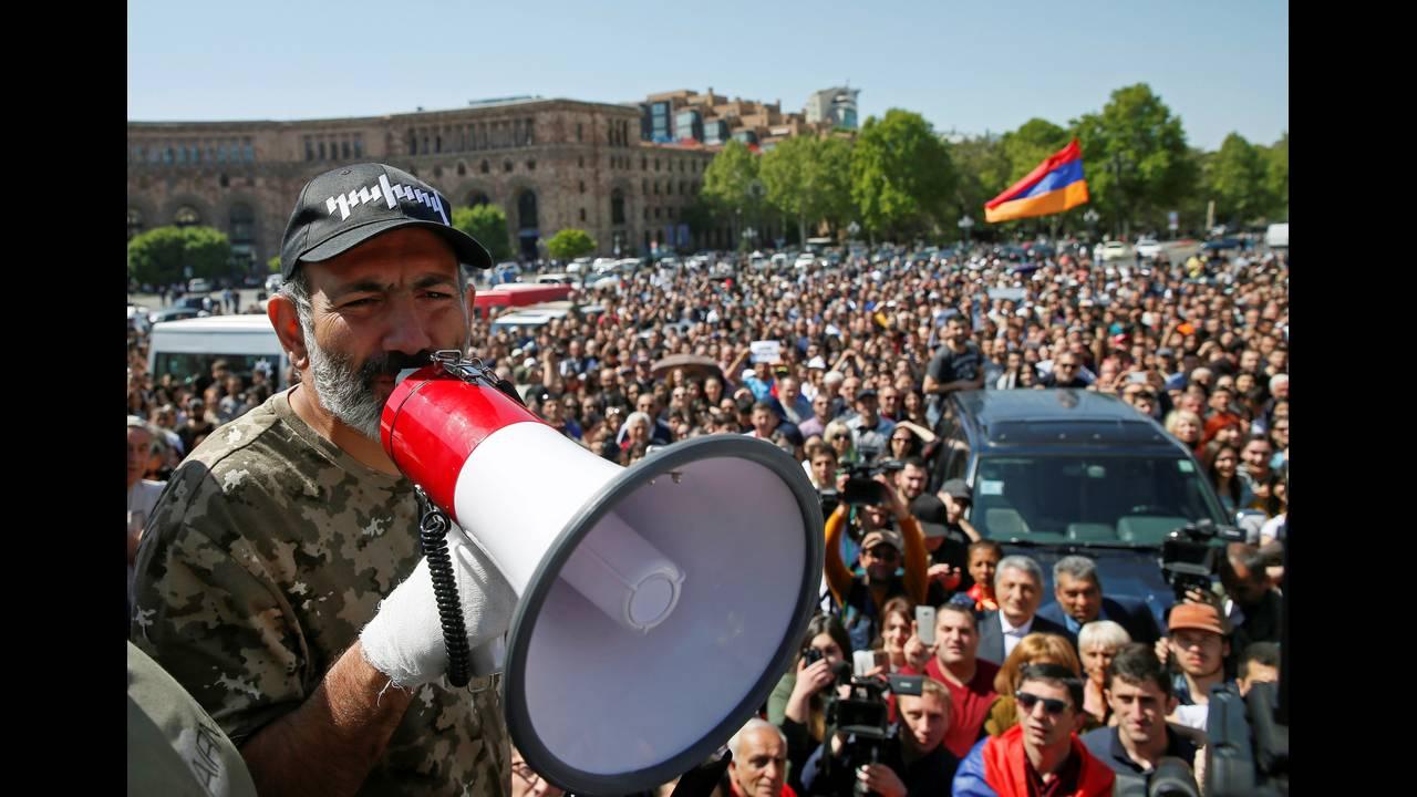 https://cdn.cnngreece.gr/media/news/2018/04/28/127826/photos/snapshot/2018-04-25T110556Z_1582952114_RC114D53ECF0_RTRMADP_3_ARMENIA-POLITICS.JPG