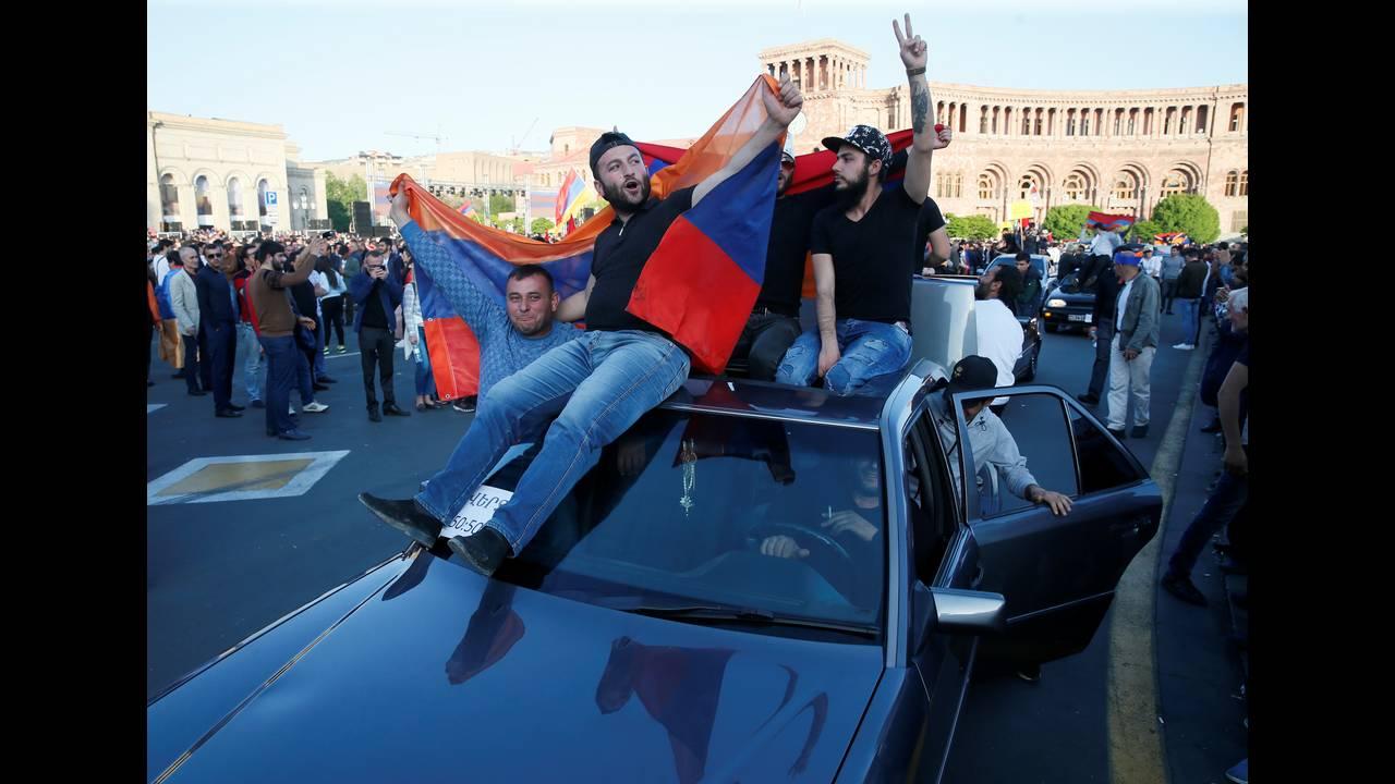 https://cdn.cnngreece.gr/media/news/2018/04/28/127826/photos/snapshot/2018-04-25T160646Z_1346669083_RC1C2D5DE500_RTRMADP_3_ARMENIA-POLITICS.JPG
