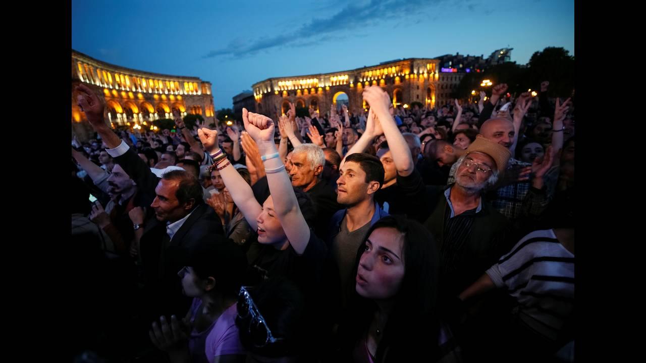 https://cdn.cnngreece.gr/media/news/2018/04/28/127826/photos/snapshot/2018-04-25T192725Z_1311172033_RC1686FEA3F0_RTRMADP_3_ARMENIA-POLITICS.JPG