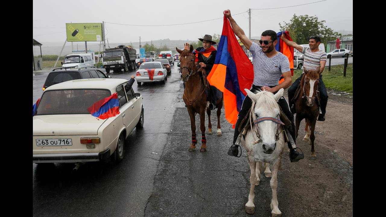 https://cdn.cnngreece.gr/media/news/2018/04/28/127826/photos/snapshot/2018-04-27T151312Z_727706399_RC1276818EC0_RTRMADP_3_ARMENIA-POLITICS.JPG