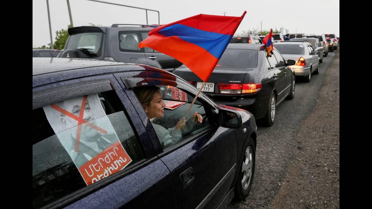 https://cdn.cnngreece.gr/media/news/2018/04/28/127826/photos/snapshot/2018-04-27T152026Z_894885888_RC1F23B37710_RTRMADP_3_ARMENIA-POLITICS.JPG