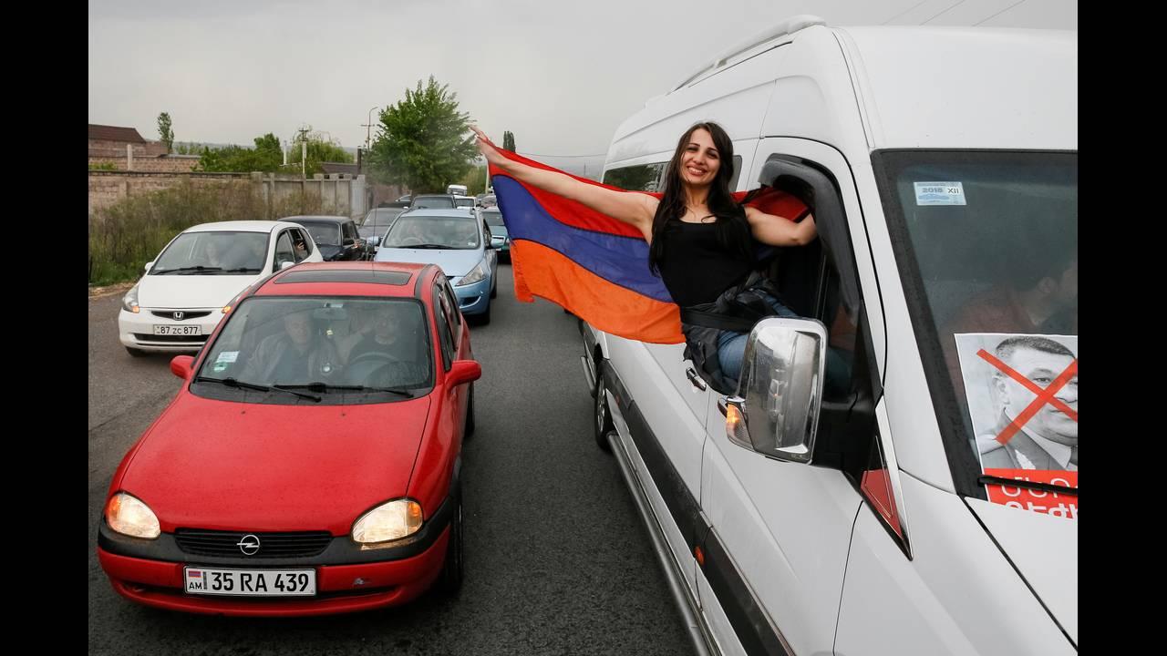 https://cdn.cnngreece.gr/media/news/2018/04/28/127826/photos/snapshot/2018-04-27T153603Z_393168566_RC19DCBF3910_RTRMADP_3_ARMENIA-POLITICS.JPG