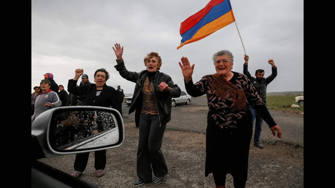 https://cdn.cnngreece.gr/media/news/2018/04/28/127826/photos/snapshot/2018-04-27T203523Z_1565755742_RC1A7F0D4EC0_RTRMADP_3_ARMENIA-POLITICS.JPG