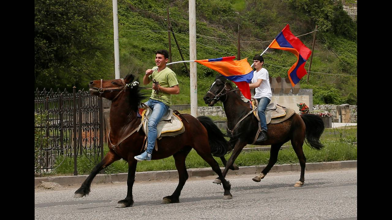 https://cdn.cnngreece.gr/media/news/2018/04/28/127826/photos/snapshot/2018-04-28T101437Z_1425451598_RC1AB8FABE70_RTRMADP_3_ARMENIA-POLITICS.JPG