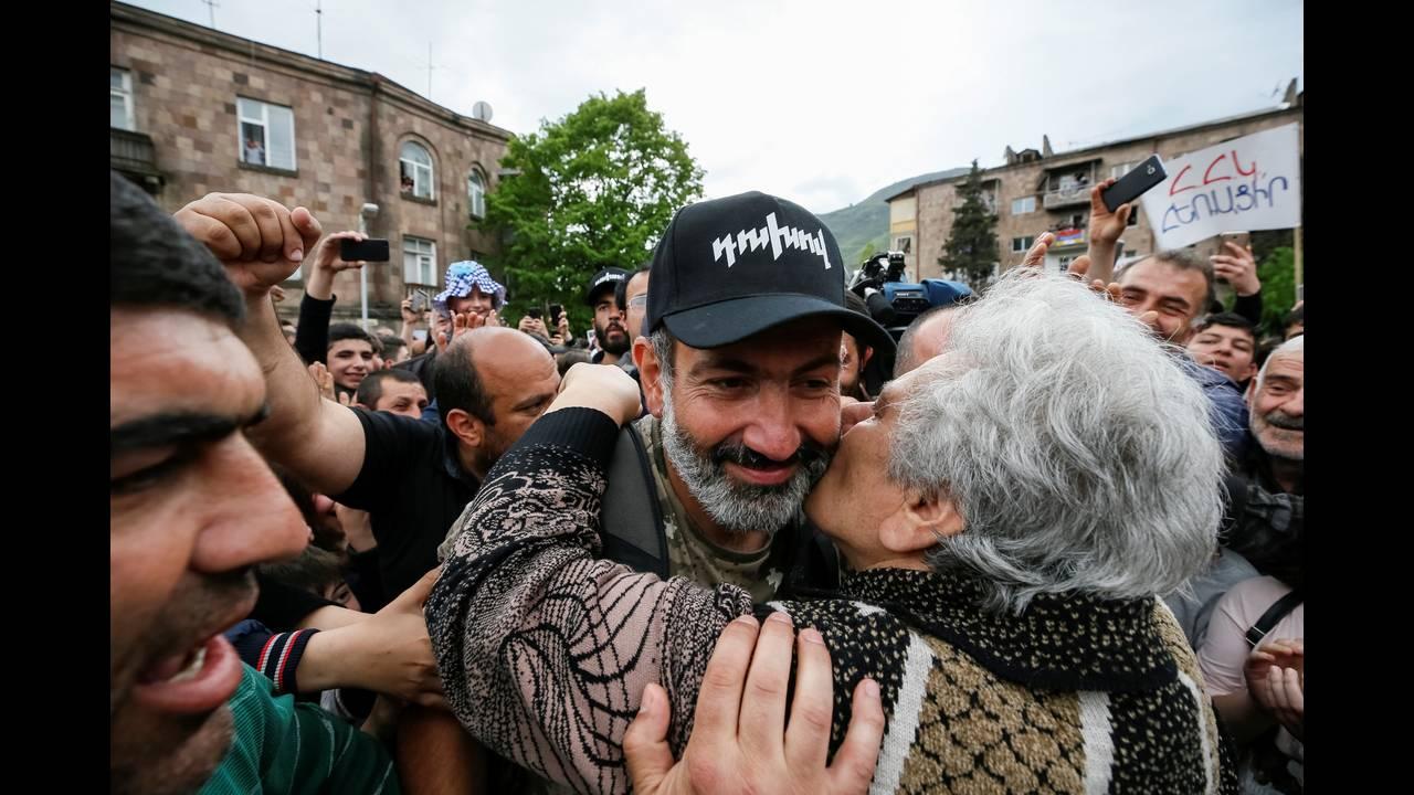 https://cdn.cnngreece.gr/media/news/2018/04/28/127826/photos/snapshot/2018-04-28T131253Z_1503513071_RC1481CE4110_RTRMADP_3_ARMENIA-POLITICS.JPG