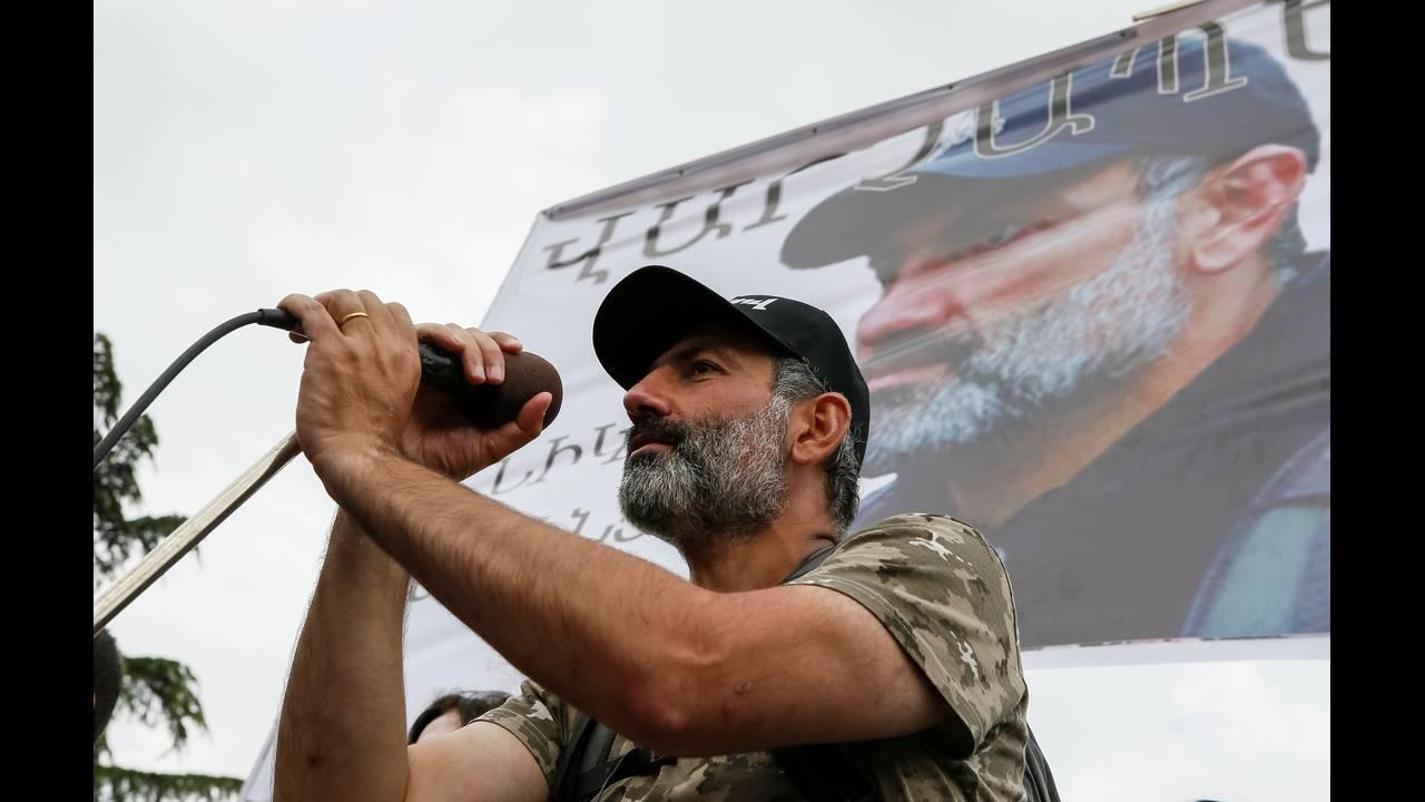 https://cdn.cnngreece.gr/media/news/2018/04/28/127826/photos/snapshot/2018-04-28T140037Z_1526524937_RC198AE19A30_RTRMADP_3_ARMENIA-POLITICS.JPG