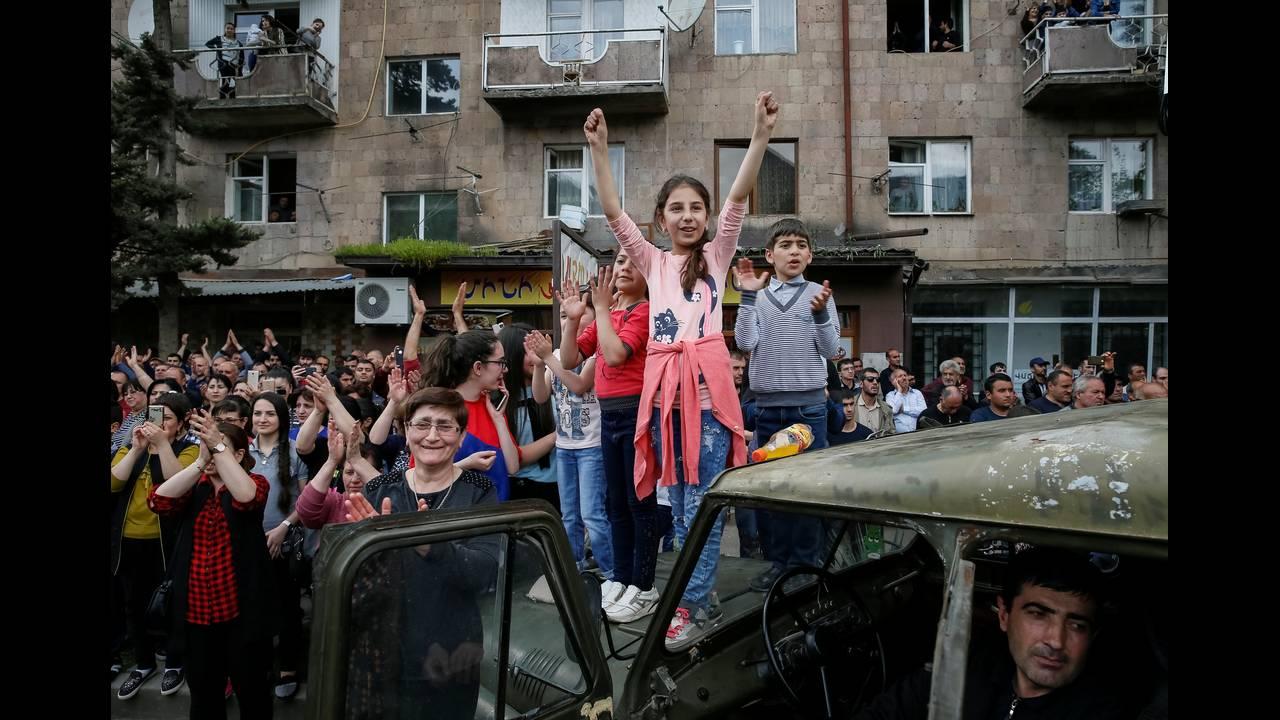 https://cdn.cnngreece.gr/media/news/2018/04/28/127826/photos/snapshot/2018-04-28T142717Z_1295240441_RC1393EA1C00_RTRMADP_3_ARMENIA-POLITICS.JPG