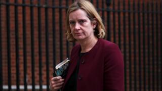Παραιτήθηκε η υπουργός Εσωτερικών της Βρετανίας εν μέσω σκανδάλων