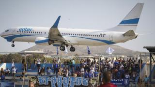 Αεροπλάνο πέρασε «ξυστά» από γήπεδο στην Κρήτη