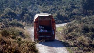 Απορριμματοφόρο έπεσε σε γκρεμό στην Τήνο