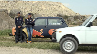 Δείτε τους Ricciardo και Verstappen να κάνουν κόντρα με Lada Niva