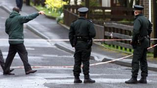 Ιρλανδία: Αστυνομικοί βρήκαν καταζητούμενους δεμένους και περιλουσμένους με μπογιά