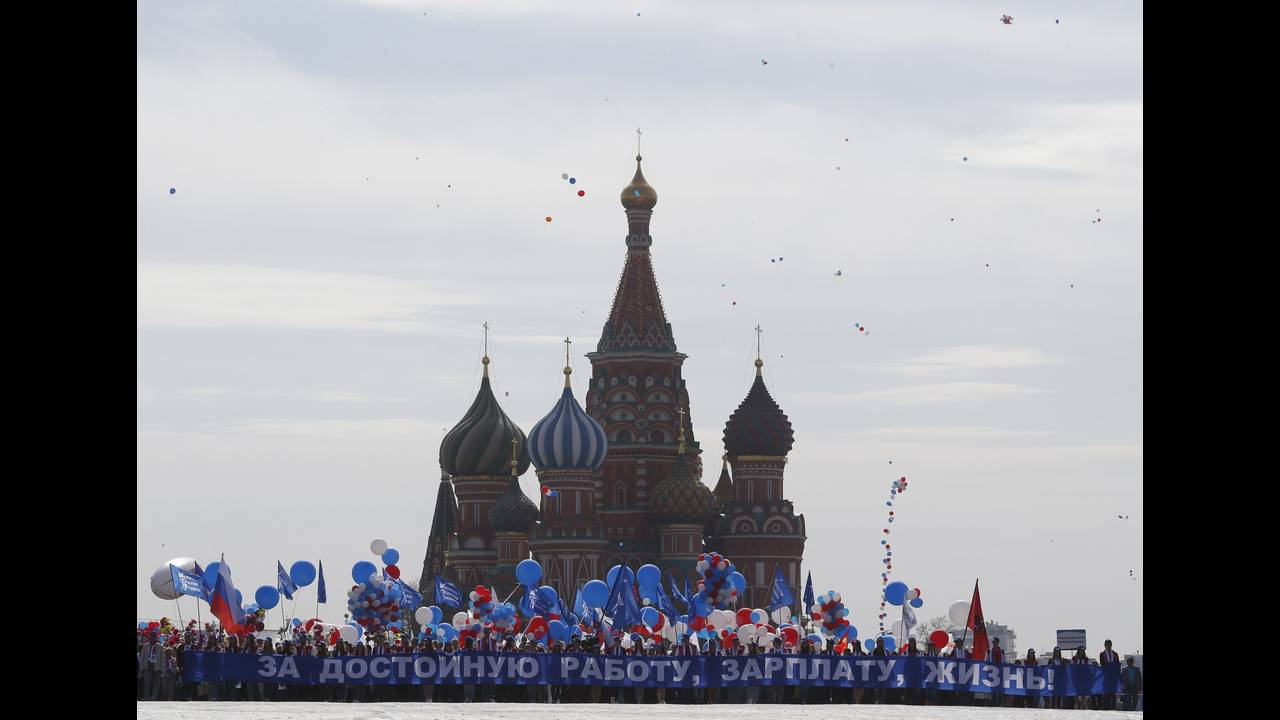 https://cdn.cnngreece.gr/media/news/2018/05/01/128072/photos/snapshot/2017-05-01T075813Z_625594027_UP1ED510M50ZX_RTRMADP_3_MAY-DAY-RUSSIA-1.JPG