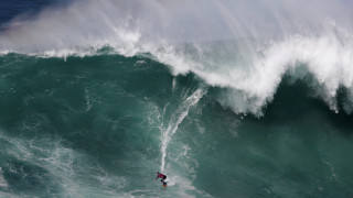 Παγκόσμια πρωτιά: Ο Βραζιλιάνος σέρφερ που «δάμασε» κύμα 25 μέτρων