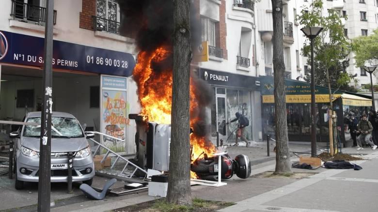 Σφοδρές συγκρούσεις μεταξύ της αστυνομίας και κουκουλοφόρων στο Παρίσι