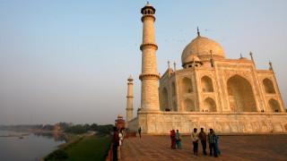 Ανησυχία στην Ινδία: Το Ταζ Μαχάλ αλλάζει χρώμα