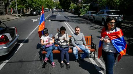 Αρμενία: Στα μπλόκα οι υποστηρικτές του Πασινιάν - βαθαίνει η πολιτική κρίση (pics&vids)