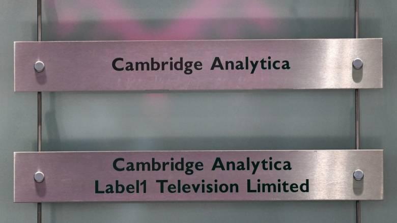 Κλείνει η Cambridge Analytica μετά το σκάνδαλο υποκλοπής δεδομένων