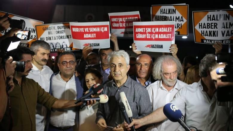 Σε φυλακισμένο σκιτσογράφο της Cumhuriyet το Διεθνές Βραβείο Σκίτσου