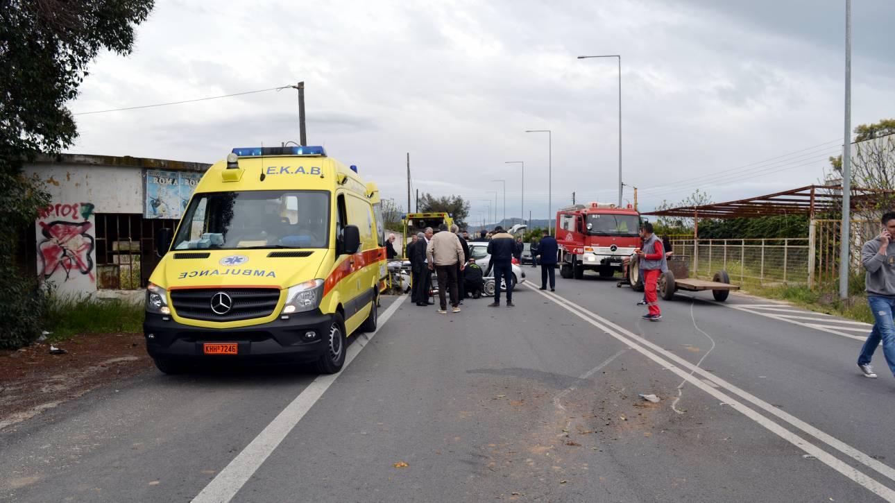 Σφοδρή σύγκρουση δύο οχημάτων στην εθνική οδό Καρδίτσας - Λαμίας