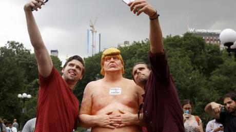 Ντόναλντ Τραμπ: 28.000 δολάρια για το τελευταίο γυμνό άγαλμα του