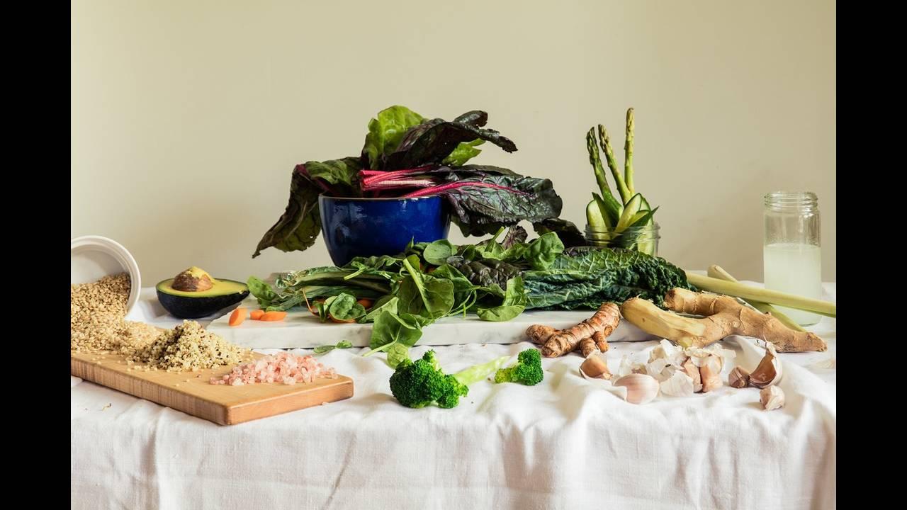 https://cdn.cnngreece.gr/media/news/2018/05/04/128530/photos/snapshot/ss06-gisele-tom-yes-celebrity-diets.jpg