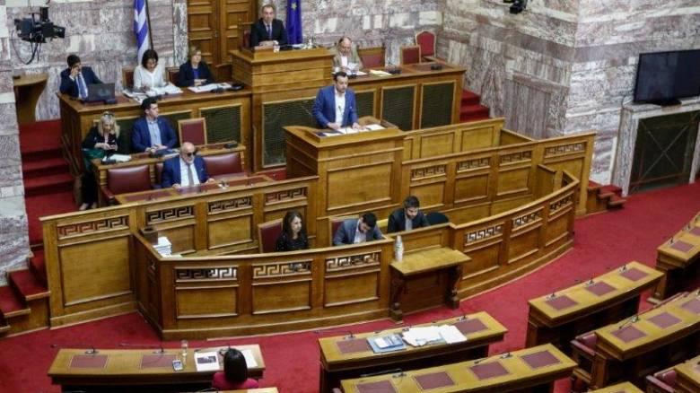 Καυγάς με αφορμή την παραίτηση Κριμιζή στη Βουλή