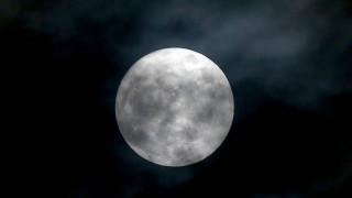 Ρώσος κοσμοναύτης απαθανάτισε τη δύση της Σελήνης - Εντυπωσιακό βίντεο