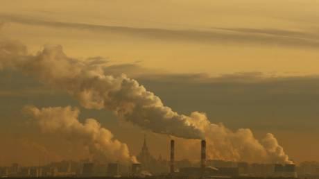 Σε νέο μηνιαίο ύψος ρεκόρ στην ατμόσφαιρα το διοξείδιο του άνθρακα