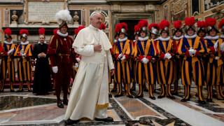 Η φρουρά του Πάπα εξοπλίζεται με νέα… τρισδιάστατα κράνη