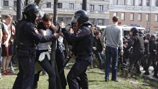 Ρωσία: Μαζικές διαδηλώσεις με 1.600 συλλήψεις πριν την ορκωμοσία Πούτιν