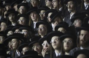 Ορθόδοξοι Εβραίοι παρακολουθούν την εκδήλωση μνήμης Lag Ba Omer στη γειτονιά Mea Sherim της Ιερουσαλήμ. Η μέρα σηματοδοτεί το θάνατο του Rabbi Shimon. Ιερουσαλήμ 2 Μαΐου 2018.